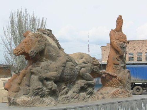 az armenia800px-Argishti_monument